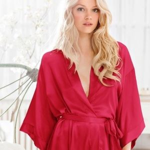 VICTORIAS SECRET RED ROBE